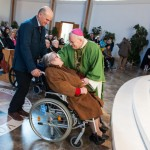 mons. bassetti con una disabile